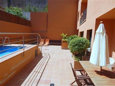 Begur, Apartamento ático en el centro del pueblo con piscina comunitaria y plaza de garaje