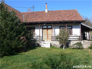 Vand casa de vacanta rustica.