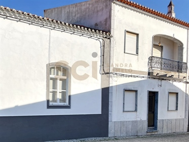 House with five bedrooms one of them suite, very well located in Vila Nova de São Bento