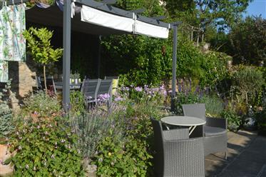 Maison à Cordes-sur-Ciel avec petit jardin et garage