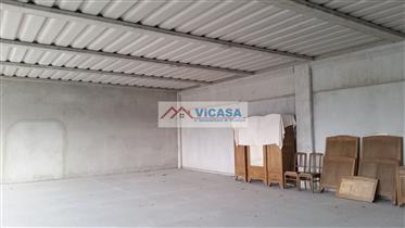 Local commercial : 240 m²