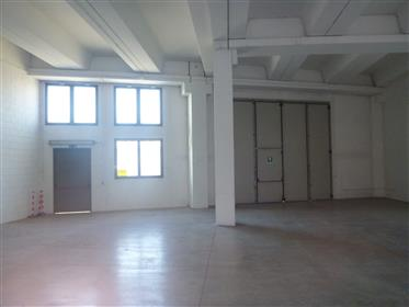 Local commercial : 300 m²