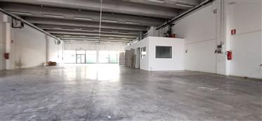 Local commercial : 60 m²