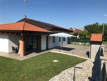 Nuovissima villa singola tricamere in classe A4