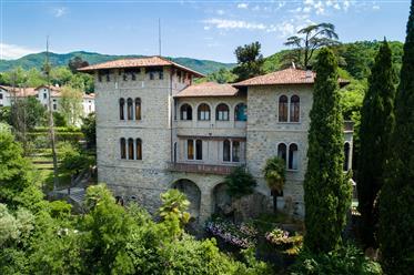 Villa d'époque à vendre à Tarcento en Frioul-Vénétie-Julienne
