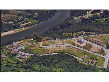 Plot for (semi-detached) house near the Douro