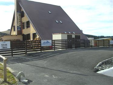Zemljište : 2.500 m²