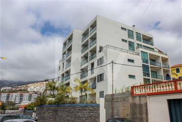 Apartamento T1, amplo, no último piso| com vista mar e vista...