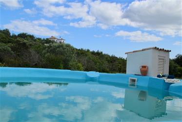 Moradia T4 com piscina e terreno em Moncarapacho