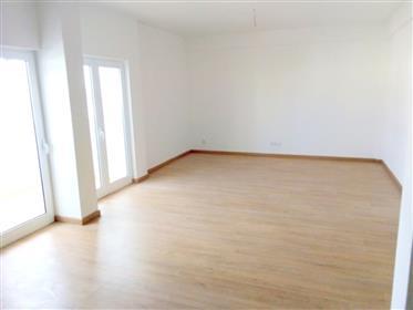 Apartamento T3 renovado em Olhão