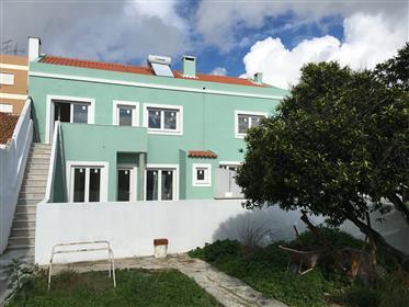 Espaçoso T3 em Setubal - Renovado com quintal  junto ao Farol da Azeda e ao Shopping Alegro
