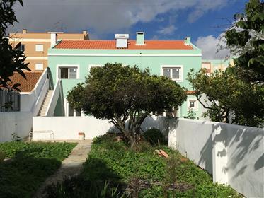 Espaçoso T3 em Setubal - Renovado com quintal  junto ao Faro...