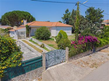 Moradia T3 em lote de gaveto com 1.075m2 I Montesouros - Mafra