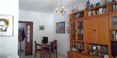 Διαμέρισμα : 90 τ.μ.