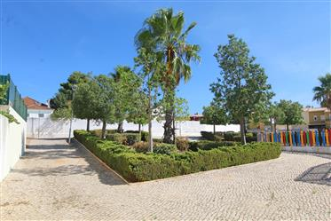 Maison F4 neuve avec piscine et jardin à Estômbar Lagoa Algarve
