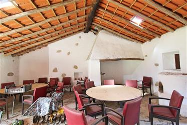 Tradicional casa de campo num lote de 6800 m2 em Monchique