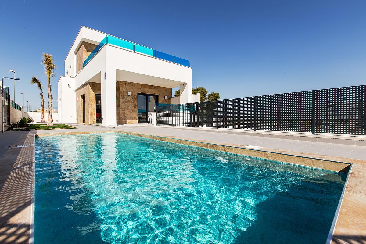Villa soleggiata con piscina a Bigastro (Alicante)