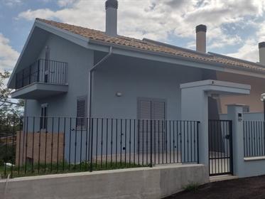 Vivenda: 160 m²