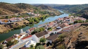 Extensive agricultural estate inside Guadiana Valley Park