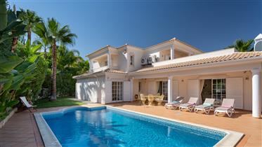 Ilsa is a four-bedroom villa with pool in Varandas do Lago