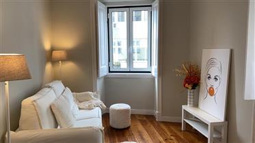 Vendo Apartamento T2  em  Arroios (Mobilado)