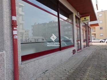 Excelente loja comercial na principal avenida de Esmoriz