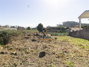 Land approved for the construction of a 3-storey house with basement, ground floor and floor.