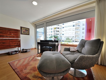 Apartamento T4 com 240m2, a 5 minutos da cidade do Porto