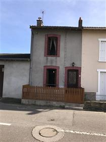 Small house immediately habitable in Chateauponsac