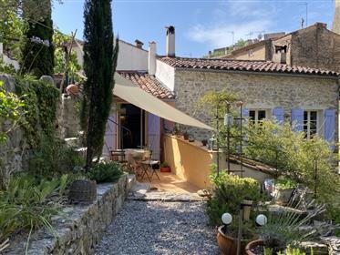 Très jolie maison de village en pierre avec jardin à 2 min à pied du centre