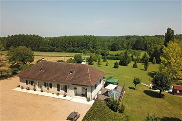 Impressive country residence close to Brantôme, with extensi...