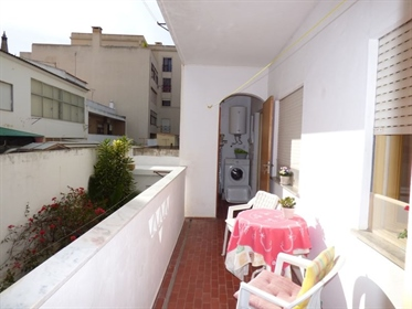 Great Opportunity! Comfortable 3 bedroom apartment, located in the center of Silves, close