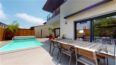 Belle villa T5 chambres 2015 de 145 m² habitables avec piscine à Saleilles