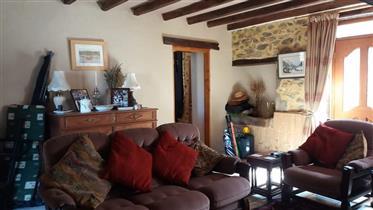 A vendre: charmante maison mitoyenne traditionnelle en pierr...