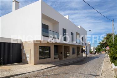 Moradia moderna V3 no centro de Faro