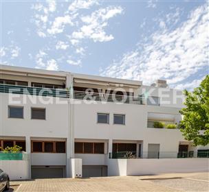 Apartamento T3 de dimensões generosas em Tavira