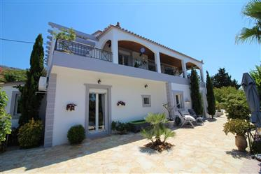 House with Stunning Views, Pool and Gardens