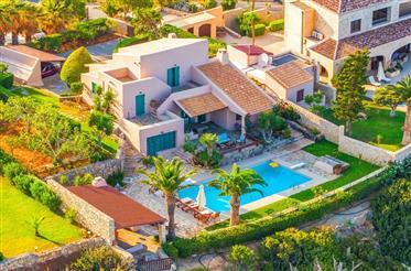 Luxury Sea-View Villa – walking to beach