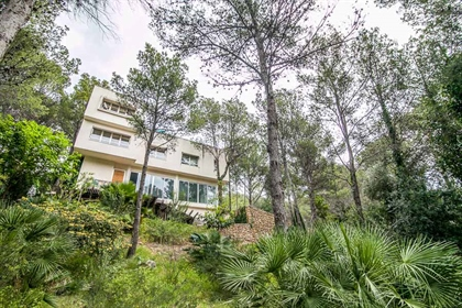 Villa moderna mediterránea a la venta en Gandia