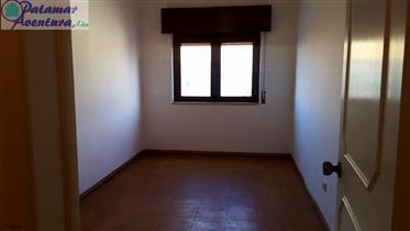 T4, com 123 m2, inserido em prédio com elevador;