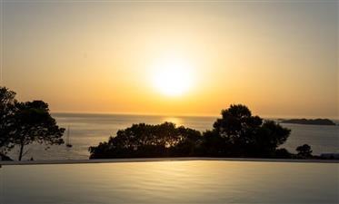 Spectaculaire propriété flambant neuve à Ibiza