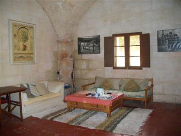 Deux maisons mitoyennes de style typiquement menorquin dans ...