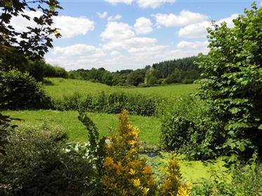 Real estate complex including 2 habitable houses and barn on 2118 m² of garden with well