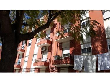 Apartamento T2 Para Investimento Na Baixa Da Banheira, Moita