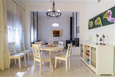 Casa de pueblo con finca de 1000 m2 con 3 habitaciones