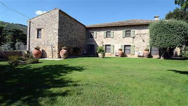 Villa Antico Mulino, Large country house divided into 2 separate units with swimming pool, landscape