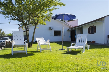 For sale a lovely 3 bedroom, single-storey detached holiday home with large garden. The ho...