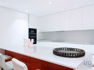 Luxurious T4 apartment with 167 m2, completely new, very well located close to the bathing