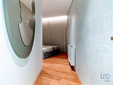 Luxurious apartment of typology T3 with 173 m2, completely new, very well located near the