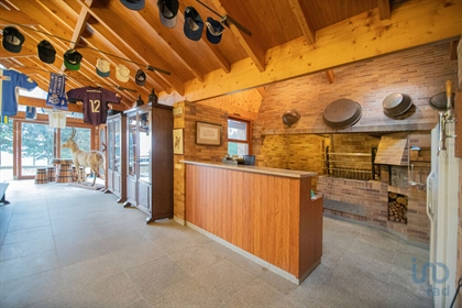 Stunning farm at the entrance to the city of Oliveira de Azeméis. Entirely walled, this p
